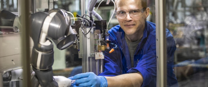 GE Healthcare Finland factory worker