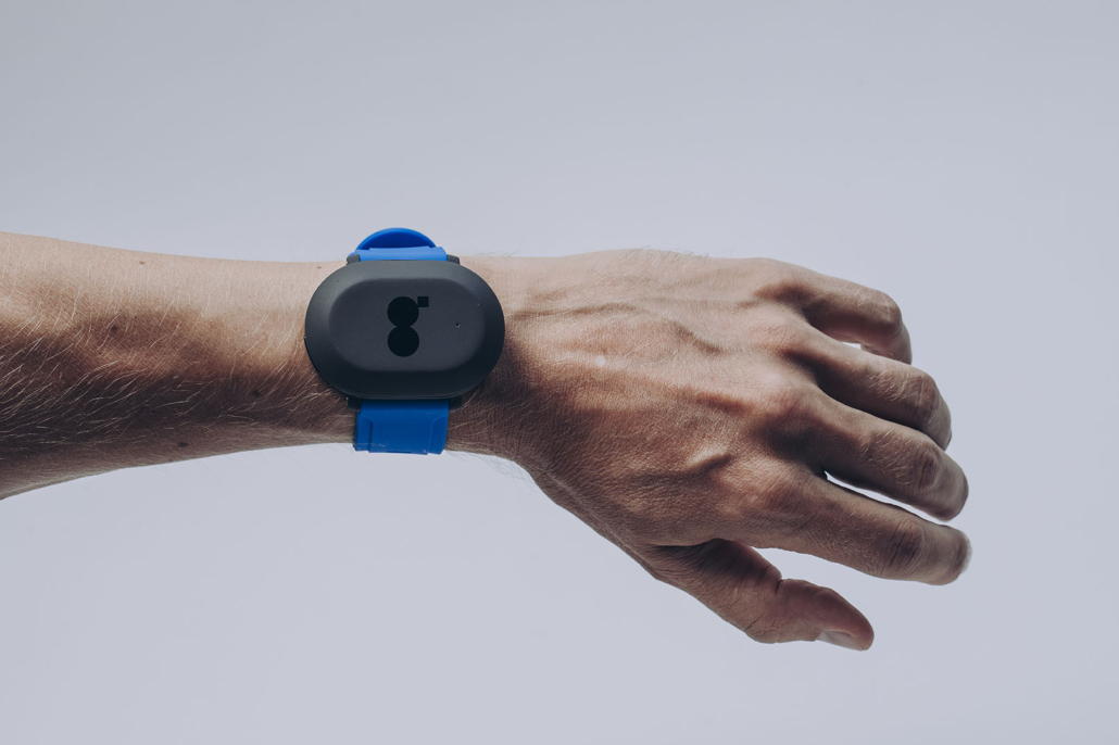 Glucose monitoring device on wrist